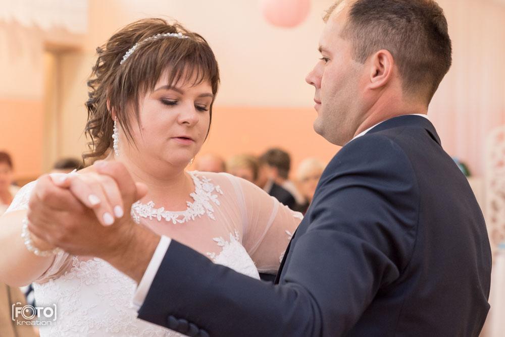 Pierwszy taniec na fotografii ślubnej